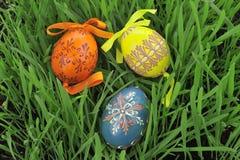 Oeufs de pâques peints colorés Photographie stock