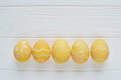 Oeufs de pâques peints dans des couleurs en pastel Photos libres de droits
