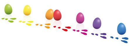 Oeufs de pâques perdus d'empreintes de pas de lapin de Pâques Photographie stock libre de droits