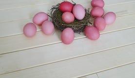 Oeufs de pâques roses Pâques Couleurs pastel Nuances de rose Fond rose Photos libres de droits