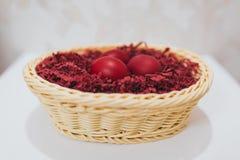 Oeufs de pâques rouges Photos stock