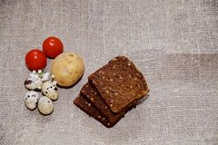 Oeufs de pâques sur un beau fond photos libres de droits