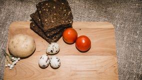 Oeufs de pâques sur un beau fond photo stock