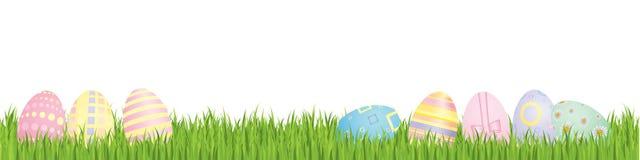 Oeufs de pâques avec l'herbe de source Photographie stock