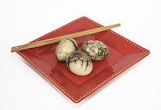 Oeufs de thé marbrés par Chinois Photo libre de droits