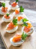Oeufs deviled saumonés de fromage fondu Image stock