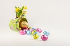 Oeufs dispersés par composition de Pâques Photos libres de droits