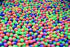 Oeufs en plastique colorés Photographie stock libre de droits