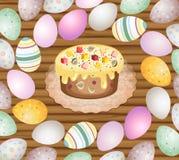 Oeufs et gâteau de pâques sur le fond en bois Images stock