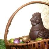 Oeufs et poule de chocolat de Pâques Photographie stock