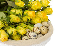 Oeufs et roses de caille pour Pâques Photographie stock