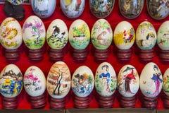 Oeufs peints sur le marché de porcelaine images libres de droits