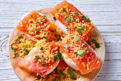 Oeufs remplis avec le tapa saumoné Espagne de pinchos Image stock
