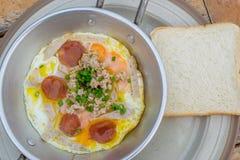 Oeufs sur la casserole pour le style de la Thaïlande de petit déjeuner Image stock