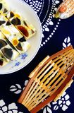 Oeufs tricolores cuits à la vapeur - plat ethnique chinois Photographie stock libre de droits