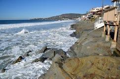 Oever bij Beken en Eiken Straatstrand in Laguna Beach, Californië stock fotografie