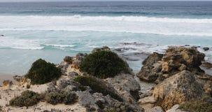 Oever door Kaap Willoughby, Kangoeroeeiland, Australi? 4K stock footage