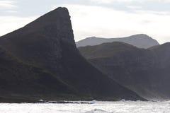 Oever en bergen op het Schiereiland van de Kaap stock foto
