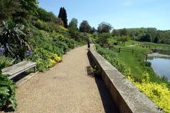 Oever van het meerscène De tuin van het kasteel van Leeds in Maidstone, Kent, Engeland Royalty-vrije Stock Afbeelding