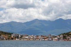 Oever van het meerstad van Dali Yunnan China Stock Foto