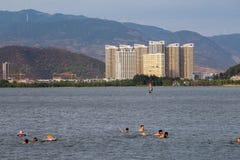 Oever van het meerstad van Dali, in Yunnan van China royalty-vrije stock fotografie