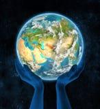 Oezbekistan op aarde in handen Stock Fotografie