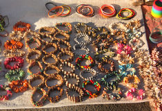 Ofício nativo Nacklaces litoral e braceletes imagens de stock royalty free
