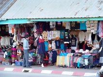 ofícios do estilo de vida, lembrança projetada que vende a borda da estrada no TRIÂNGULO DOURADO TAILÂNDIA Imagens de Stock
