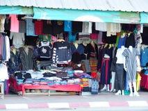 ofícios do estilo de vida, lembrança projetada que vende a borda da estrada no TRIÂNGULO DOURADO TAILÂNDIA Fotografia de Stock Royalty Free
