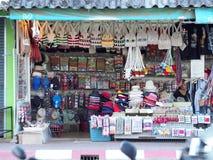 ofícios do estilo de vida, lembrança projetada que vende a borda da estrada no TRIÂNGULO DOURADO TAILÂNDIA Foto de Stock