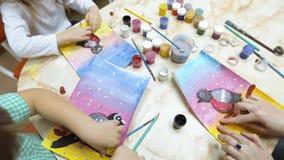 Ofícios dos miúdos Desenho e argila da aquarela vídeos de arquivo