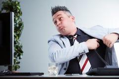 Oförsiktig telefonoperatör som ignorerar kunder royaltyfri bild