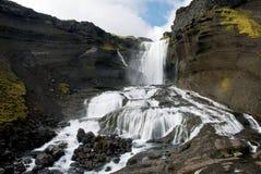 Ofaerufoss vattenfall i den Eldgja kanjonen Royaltyfri Foto