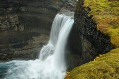 Ofaerufosswaterval in Eldgja-canion Stock Afbeeldingen