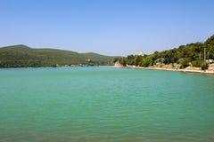 Ofbeautiful sjö för trevlig sikt Arkivfoton