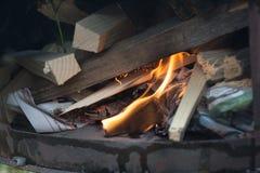 Ofen auf dem Gebiet mit Feuer Stockbild
