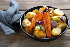 Ofen-gebackene Gemüsestücke mit Kräutern Stockbild