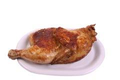 Ofen gebratenes Huhn auf einer Platte Lizenzfreies Stockfoto