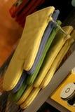 Ofen-Handschuhe für Verkauf lizenzfreie stockfotografie