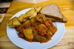 Ofenkartoffel mit Rindfleisch und Huhn stockbilder