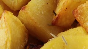 Ofenkartoffeln Bio stock footage