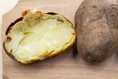 Ofenkartoffeln mit Oberteil Stockfotos