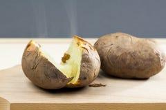 Ofenkartoffeln mit Oberteil Stockbilder