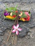 Ofertas belamente decoradas do Balinese fotos de stock