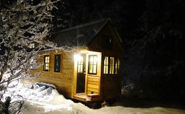 Off grid tiny house in the mountains Royalty Free Stock Photos