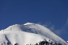 Off-piste slope and ski lift Royalty Free Stock Photos
