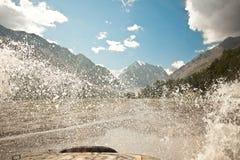 Off-road автомобиль брызгает Стоковые Фото
