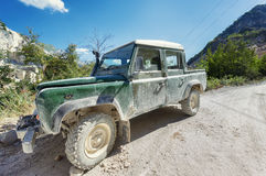 Off-road auto op bergmanier Stock Afbeelding