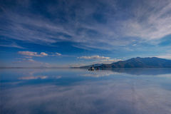 Off- road car on lake Salar de Uyuni, Bolivia Stock Photography