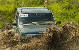 Off-road vehicle brand Jeep Cherokee overcomes a pit of mud Stock Photos